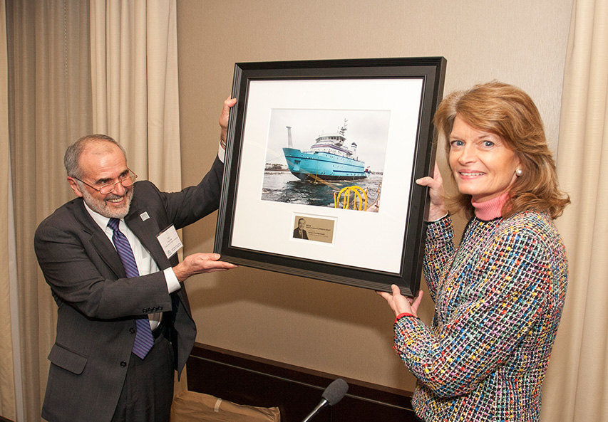 Bob Gagosian, President & CEO of the Consortium for Ocean Leadership, presents Senator Lisa Murkowski (R – AK) with the Admiral James D. Watkins Congressional Leadership Award. (Photo by Will Ramos / Ocean Leadership)